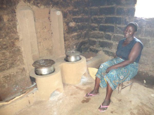 femme_faisant_cuisine_sur_foyer_wanrou_a_tanguieta_ok.jpg