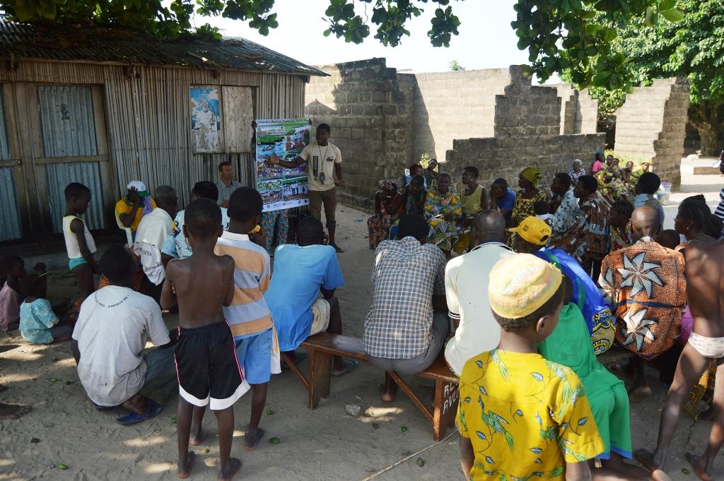 ecobenin_consultations_populations_locales_zone_bouche_du_roi.jpg