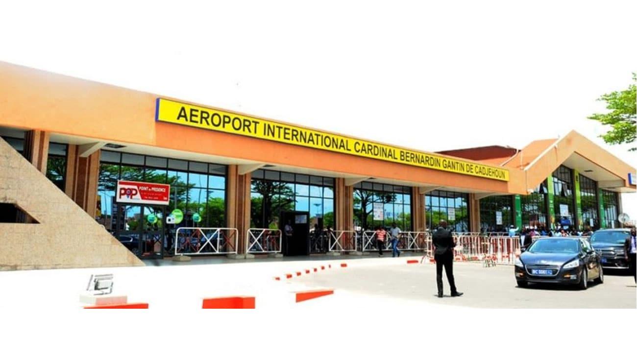 Procédures de dépistage de la COVID-19 chez tous les passagers arrivant à l'aéroport international de Cotonou